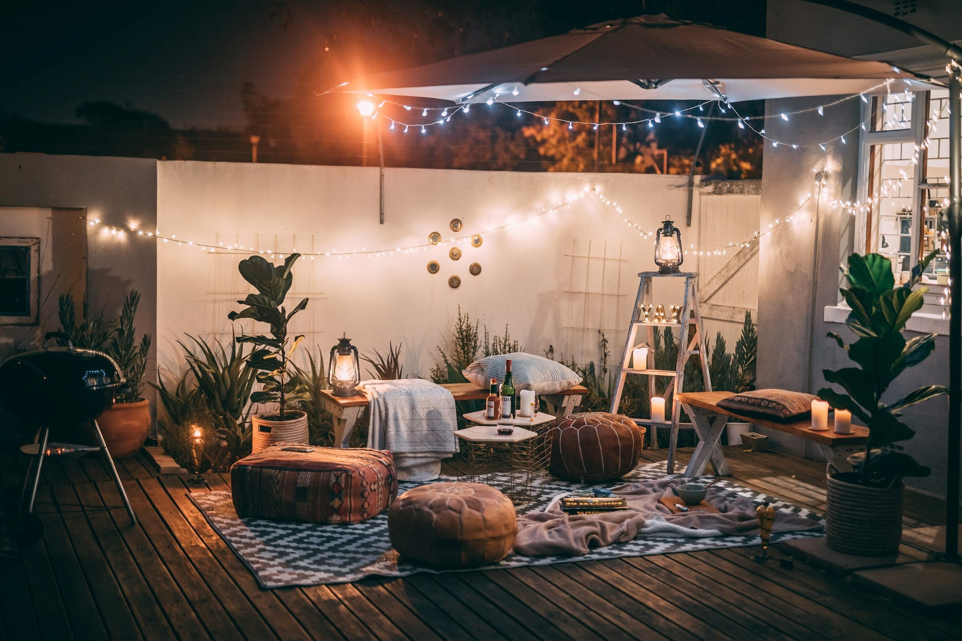 6 Top Ideas for an Effortless Outdoor Party on This Friendship Day